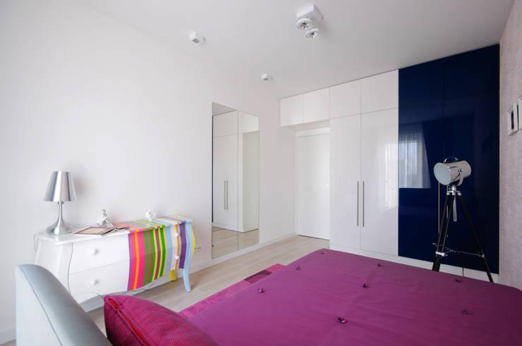 Dziewczęcy pokój na wakacje: styl , w kategorii Pokój dziecięcy zaprojektowany przez ZAWICKA-ID Projektowanie wnętrz