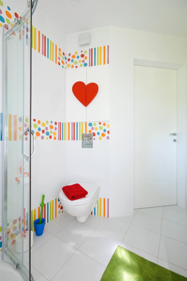 Łazienka dla dziewczynek: styl , w kategorii Łazienka zaprojektowany przez ZAWICKA-ID Projektowanie wnętrz,Nowoczesny