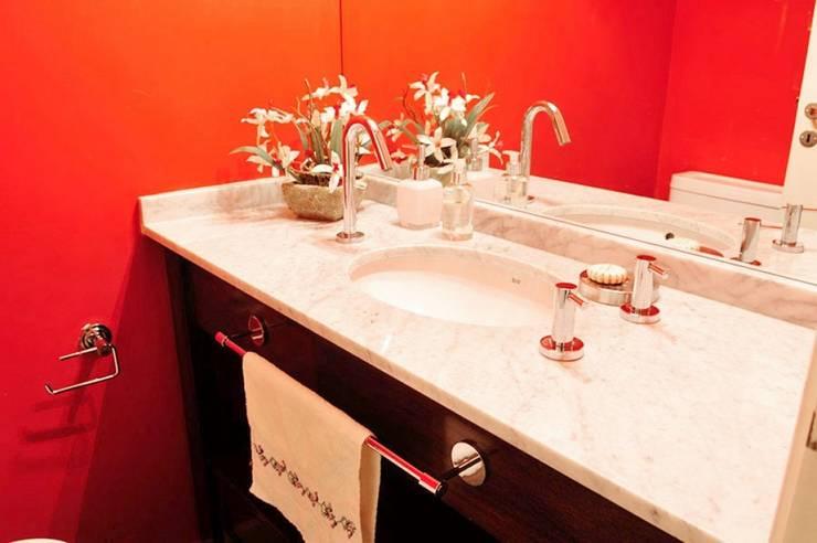 Bathroom by Radrizzani Rioja Arquitectos