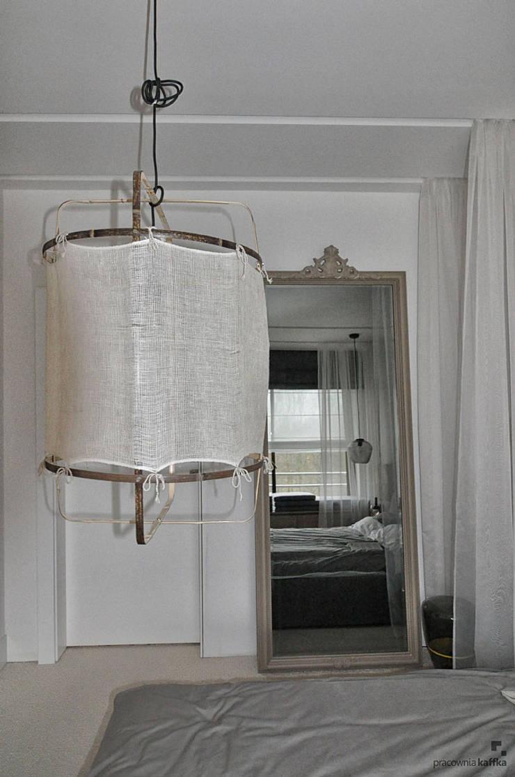 Sypialnia ze szczyptą romantyzmu_zdjęcia z realizacji: styl , w kategorii  zaprojektowany przez Pracownia Kaffka
