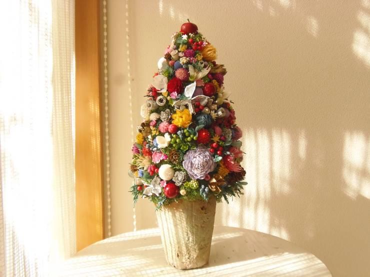 お花畑ツリー: Fioraが手掛けたリビングルームです。