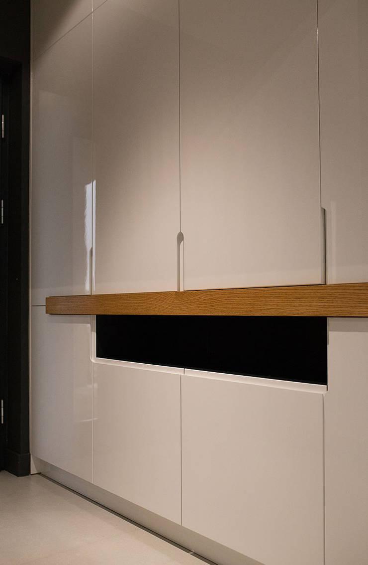 dom prywatny: styl , w kategorii Korytarz, przedpokój zaprojektowany przez anna jaje