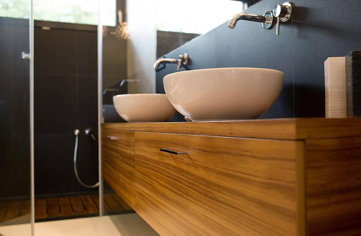 dom prywatny: styl , w kategorii Łazienka zaprojektowany przez anna jaje