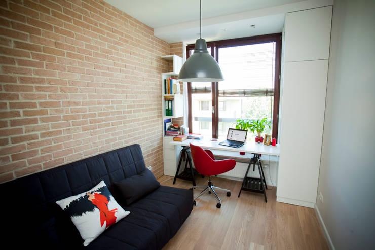 Pracownia młodej kobiety: styl , w kategorii Domowe biuro i gabinet zaprojektowany przez ZAWICKA-ID Projektowanie wnętrz,Nowoczesny
