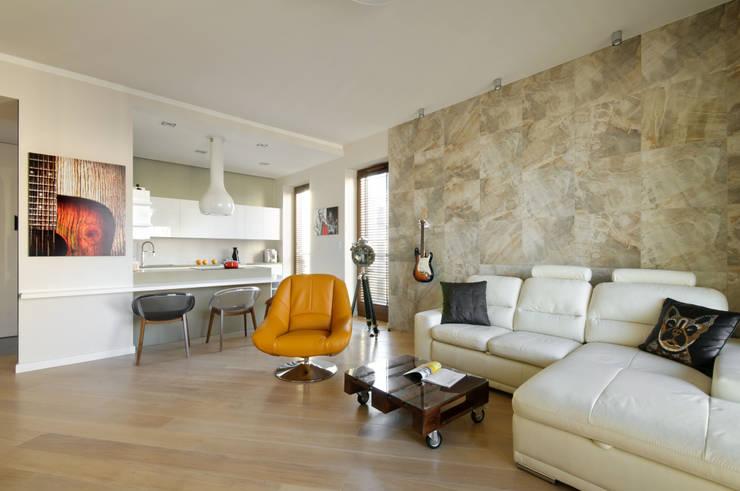 Salon w kolorach natury: styl , w kategorii Salon zaprojektowany przez ZAWICKA-ID Projektowanie wnętrz