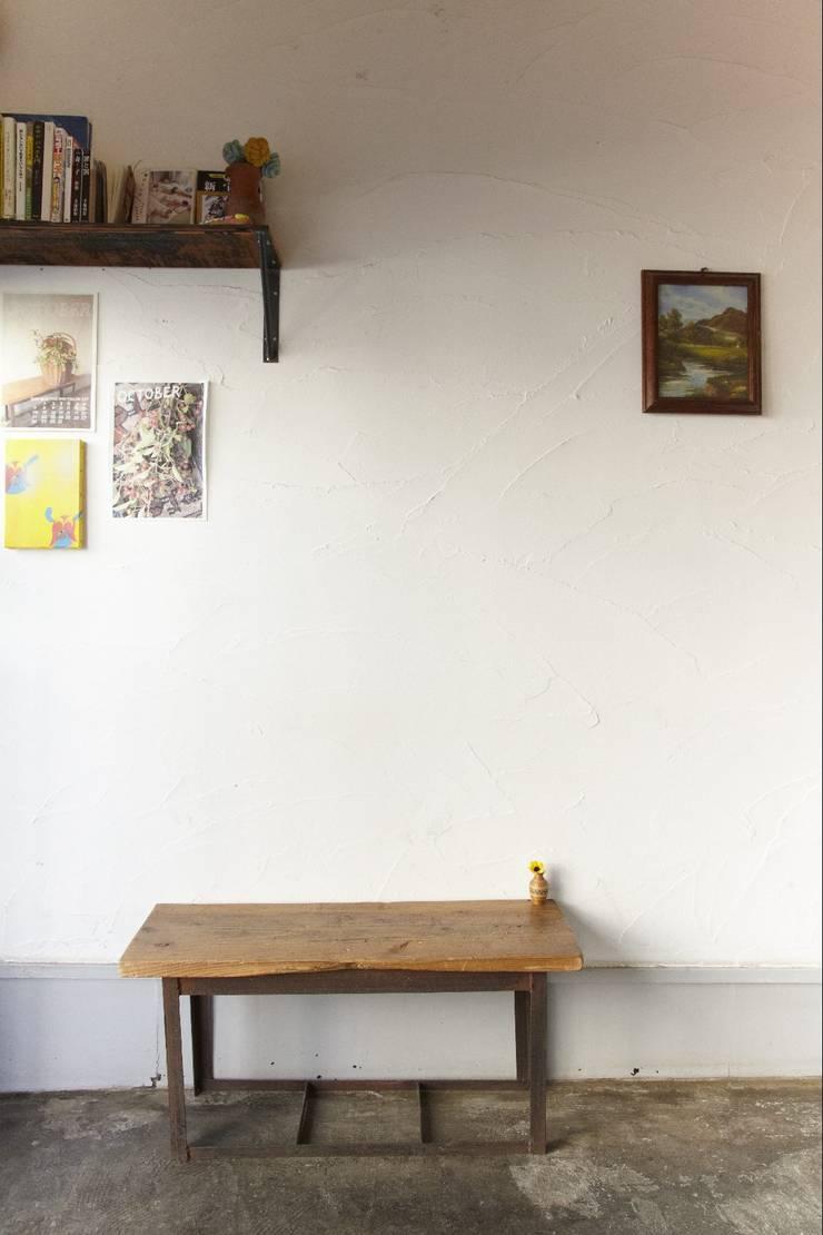 塗り壁: ロクサ株式会社が手掛けたオフィススペース&店です。,ラスティック