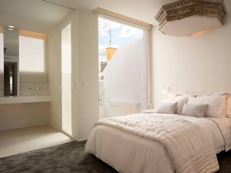 Dúplex de Ensueño: Dormitorios de estilo  de Sanchez y Delgado