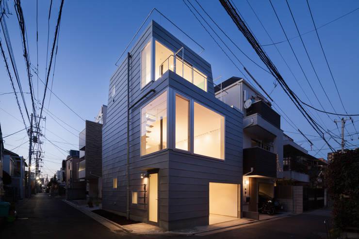 外観: 有限会社角倉剛建築設計事務所が手掛けた一戸建て住宅です。,
