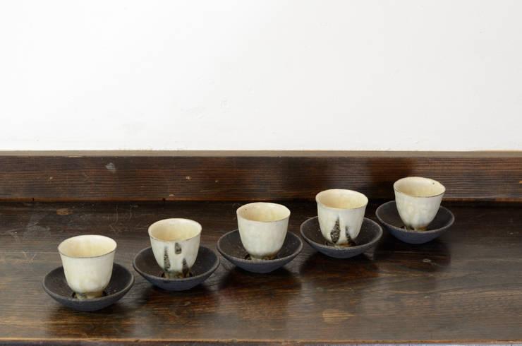 茶杯・茶托: 八木 信樹が手掛けた家庭用品です。