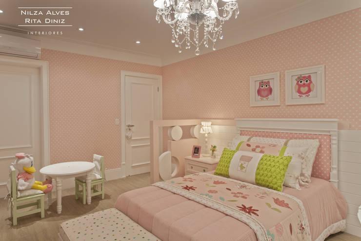 Chambre d'enfant de style de style Classique par Nilza Alves e Rita Diniz