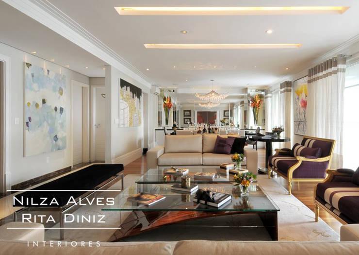 Sala de estar : Salas de estar  por Nilza Alves e Rita Diniz