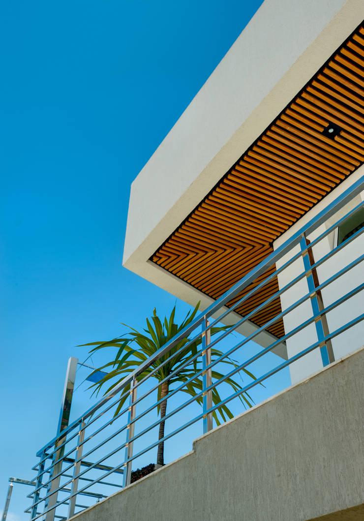 Casa Araguaia OM: Casas  por dayala+rafael arquitetura