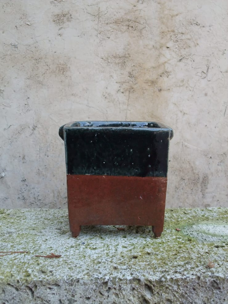角 耳付切立鉢: 里窯【藤原 里子】が手掛けたインテリアランドスケープです。