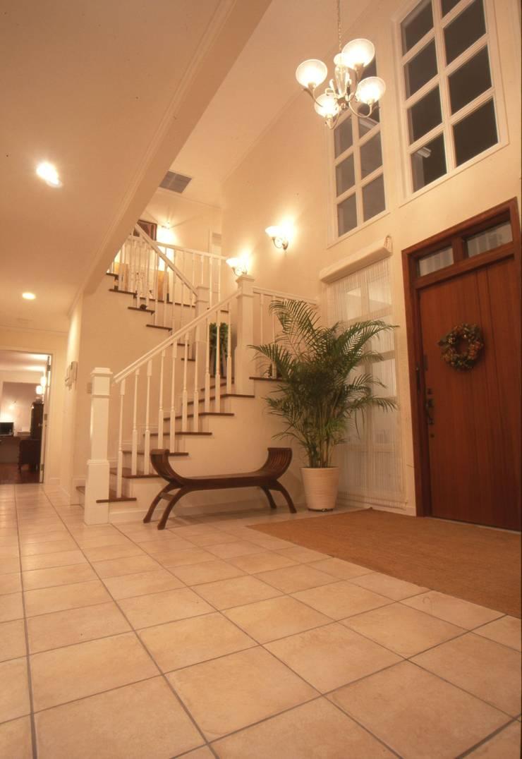MA house | SANKAIDO モダンスタイルの 玄関&廊下&階段 の SANKAIDO | 株式会社 参會堂 モダン