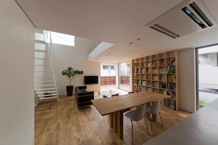 富雄の家: carve.建築設計が手掛けたリビングです。,オリジナル