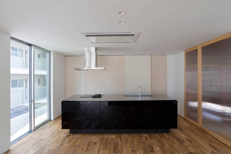 富雄の家: carve.建築設計が手掛けたキッチンです。