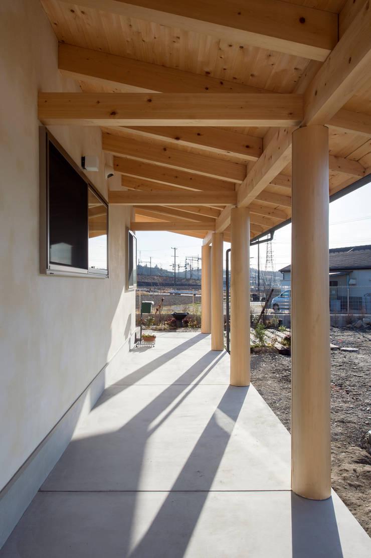 ツイノスミカ~うちの山の木: 大森建築設計室が手掛けたテラス・ベランダです。,