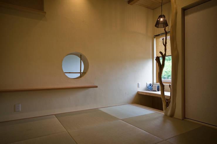 マッシュルーム・ハウス: 大森建築設計室が手掛けた和室です。