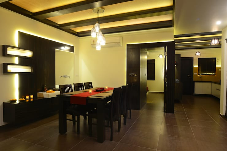 Weekend Villa Interior:  Dining room by RUST the design studio,Modern Wood Wood effect