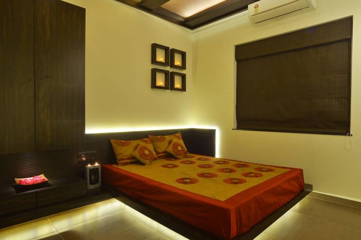 Weekend Villa Interior:  Bedroom by RUST the design studio,Modern Wood Wood effect