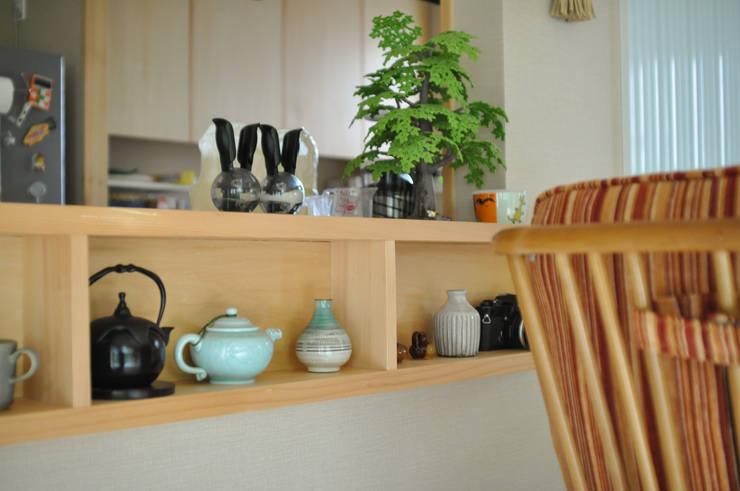 新狭山の家: (株)独楽蔵 KOMAGURAが手掛けたリビングルームです。,