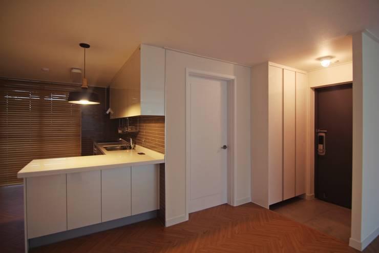 정든마을한진APT 89㎡ (Before & After ) : Light&Salt Design의  거실,
