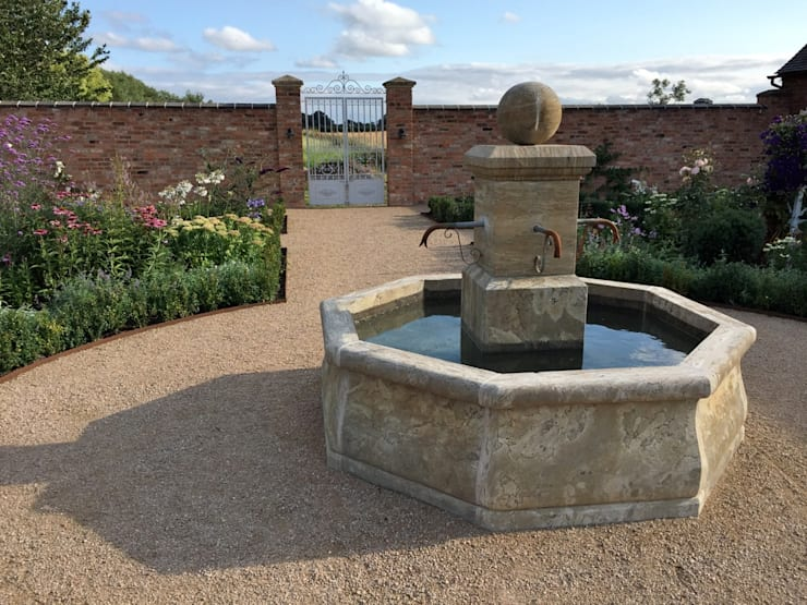 Natural Stone French Fountain:  Garden  by BARTON FIELDS LANDSCAPING SUPPLIES