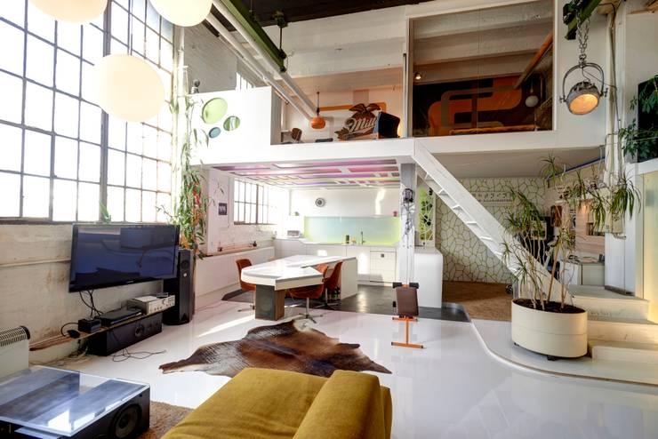 Loft:  Wohnzimmer von FM Design