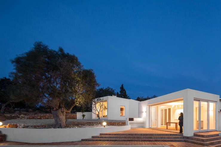 CASA VALE DE MARGEM: Casas modernas por MARLENE ULDSCHMIDT