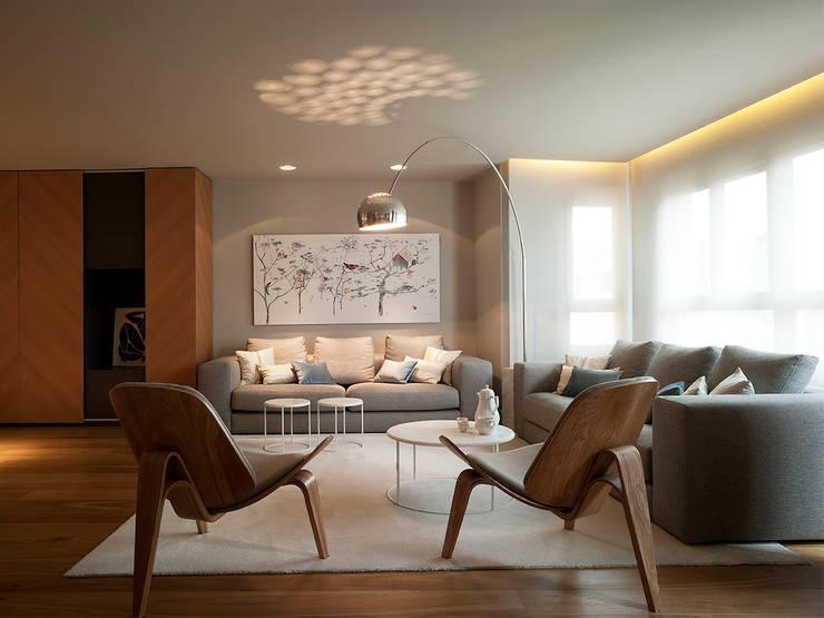 Apartamento con Allure: Salones de estilo moderno de Sanchez y Delgado