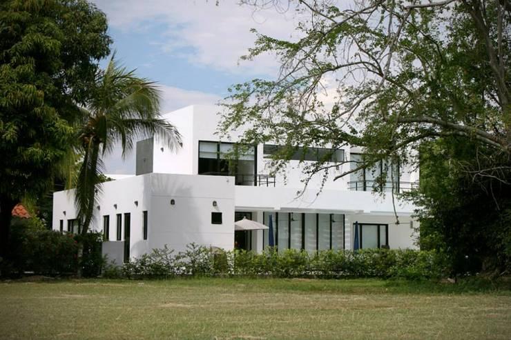 Proyectos Residenciales: Casas de estilo  por MORAND ARQUITECTURA,