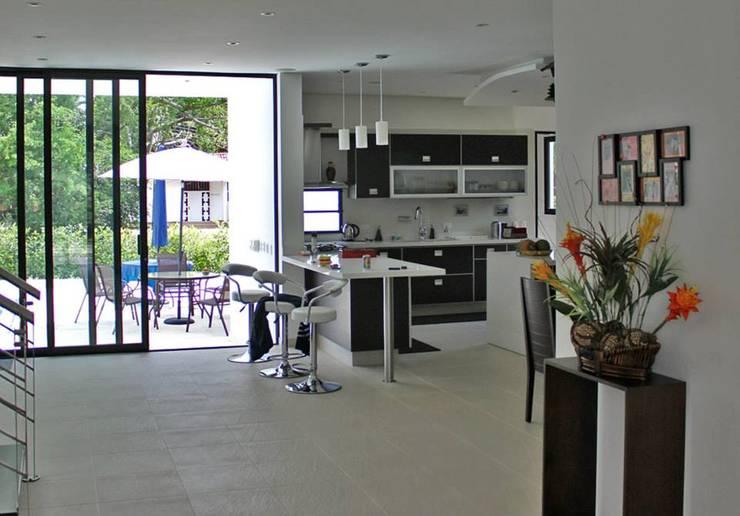 Proyectos Residenciales: Cocinas de estilo  por MORAND ARQUITECTURA,