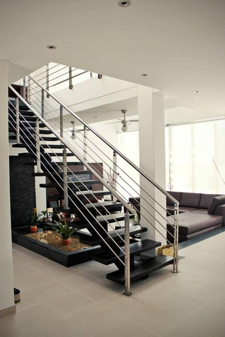 Proyectos Residenciales: Pasillos y vestíbulos de estilo  por MORAND ARQUITECTURA,