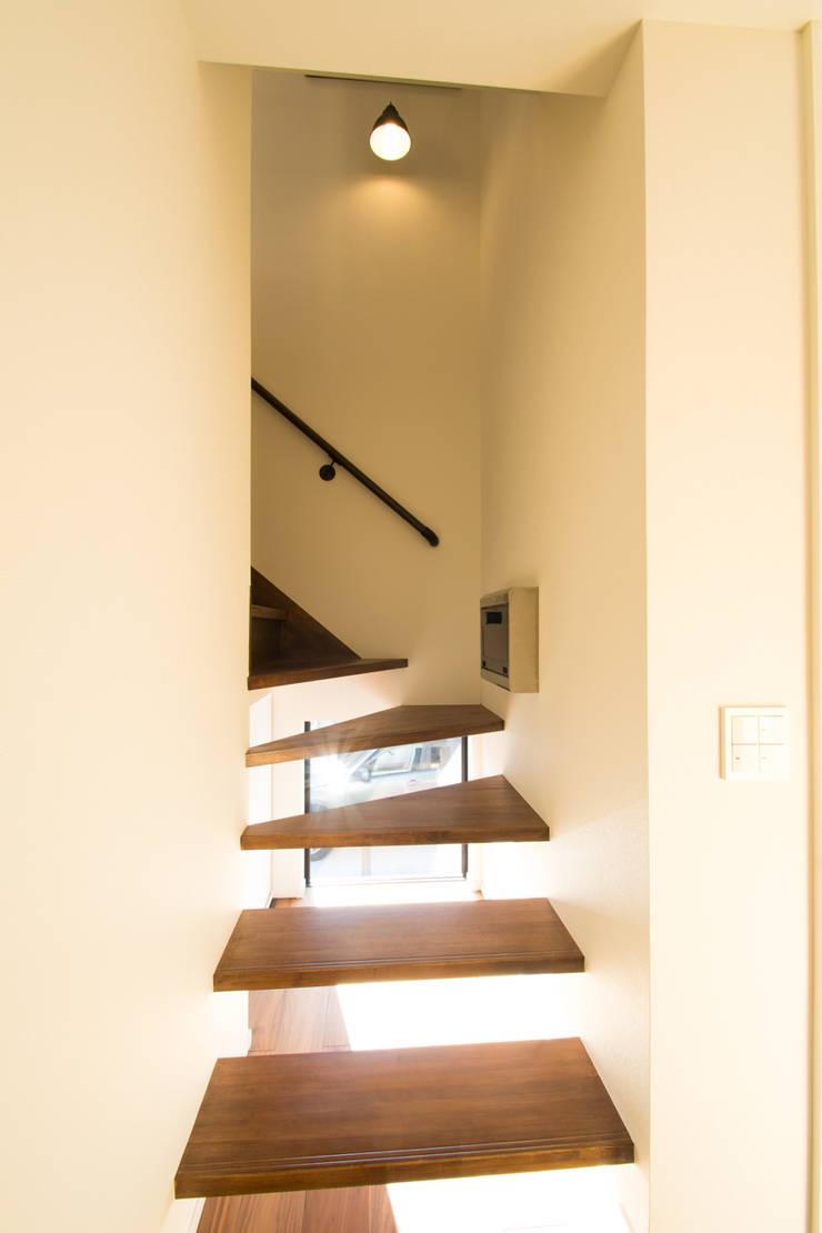 loop house: 株式会社スタジオ・チッタ Studio Cittaが手掛けた廊下 & 玄関です。,