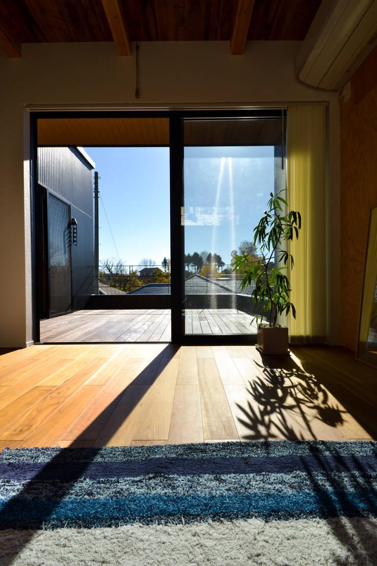 loop house: 株式会社スタジオ・チッタ Studio Cittaが手掛けたリビングです。,