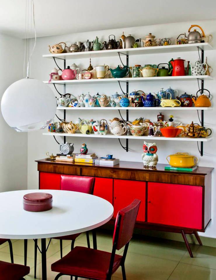 Decoração especial para colecionadores : Sala de jantar  por Casa de Valentina