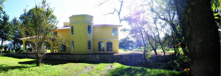 Residencia Campestre: Casas de estilo  por Constructora La Iliada