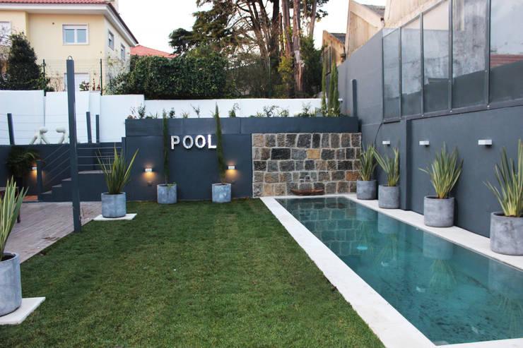 Moradia Garrett: Jardins mediterrânicos por ARQAMA - Arquitetura e Design Lda