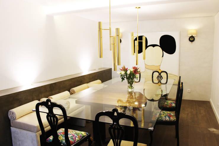 Moradia Garrett: Salas de jantar modernas por ARQAMA - Arquitetura e Design Lda