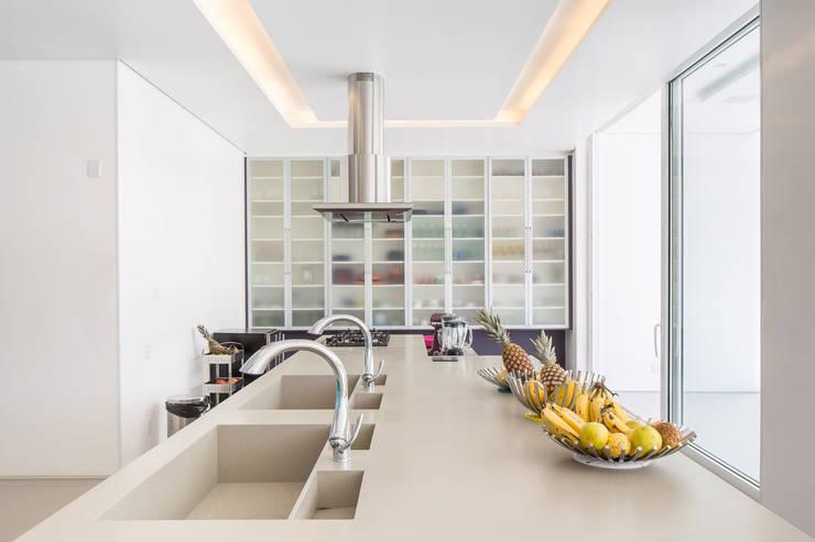minimalistische Keuken door Joana França
