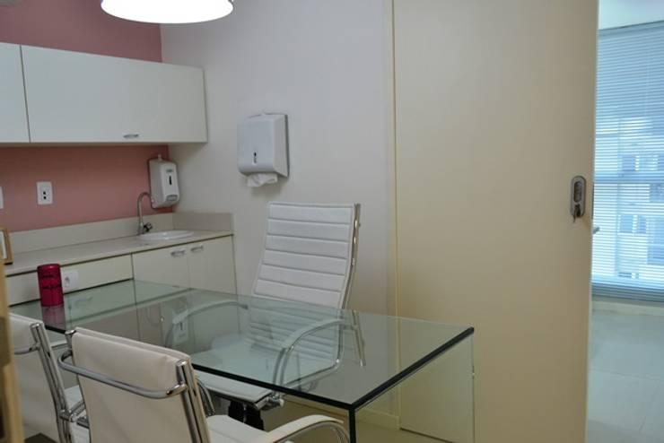 Consultório Dermatologia: Espaços comerciais  por Isabella Machado Arquitetura