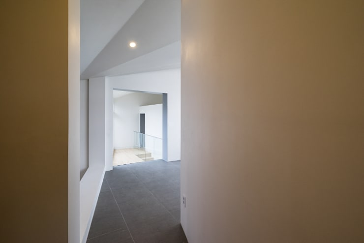 Pyrus House: 'Snow AIDe의  복도 & 현관