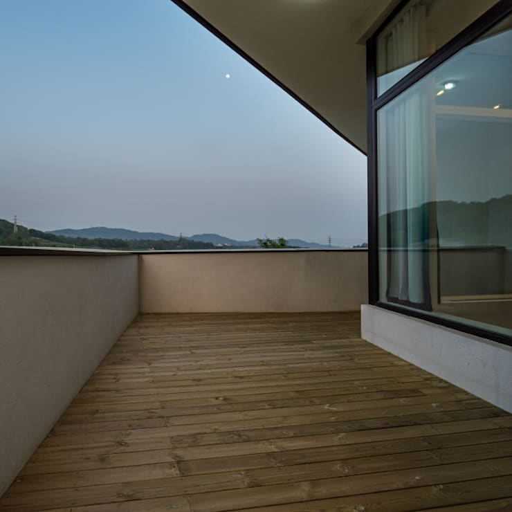Terrace: 'Snow AIDe의  베란다