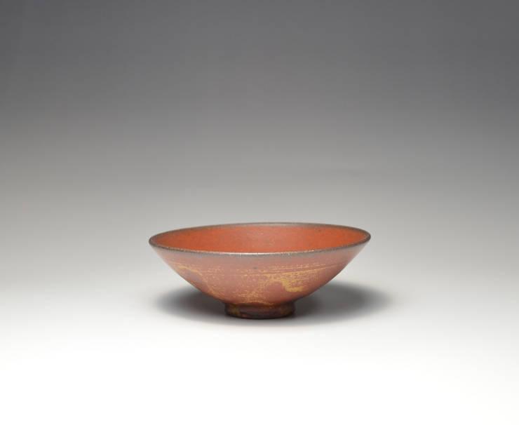 鉄釉盃: 陶房上牧野が手掛けたキッチンです。