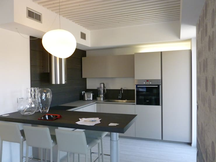 Cocinas de estilo moderno de Marlegno