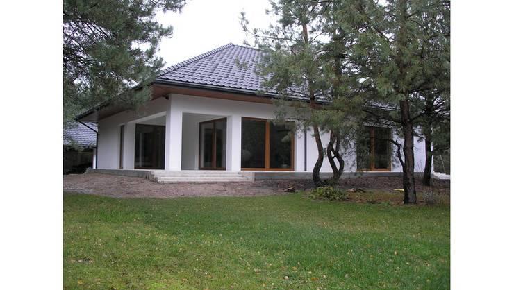 Nowoczesny dom LIV 3 G2 - przytulnie i pięknie!: styl , w kategorii Domy zaprojektowany przez Pracownia Projektowa ARCHIPELAG
