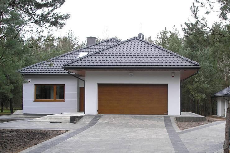 Case in stile in stile Moderno di Pracownia Projektowa ARCHIPELAG
