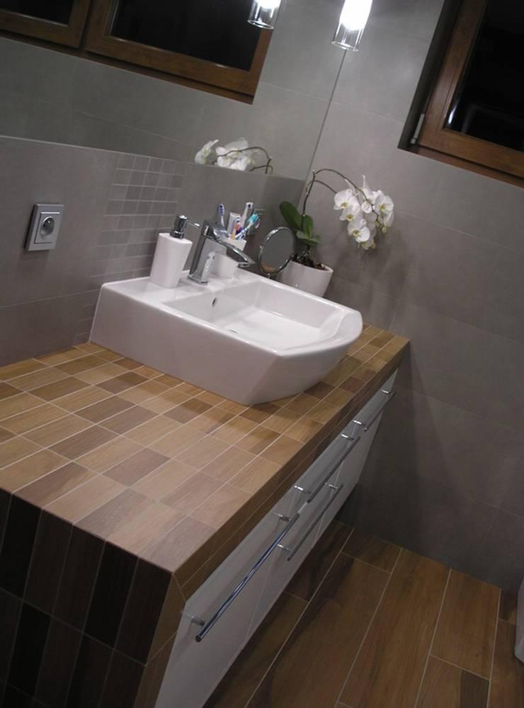 Nowoczesny dom LIV 3 G2 - przytulnie i pięknie!: styl , w kategorii Łazienka zaprojektowany przez Pracownia Projektowa ARCHIPELAG