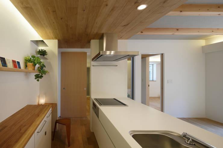関町北の家: アトリエ スピノザが手掛けたキッチンです。