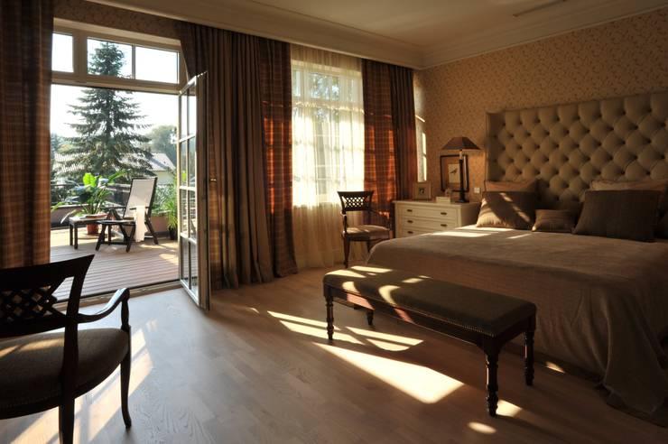 House in Darmstadt: Chambre de style de style Classique par Petr Kozeykin Designs LLC, 'PS Pierreswatch'